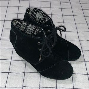 Women's Size 6.5M Black suede TOMS Wedges Boots